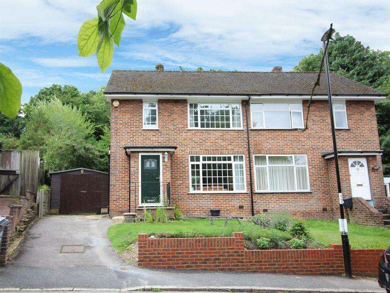 3 Bedrooms Semi Detached House for sale in Barn Crescent, Riddlesdown, Purley, Surrey