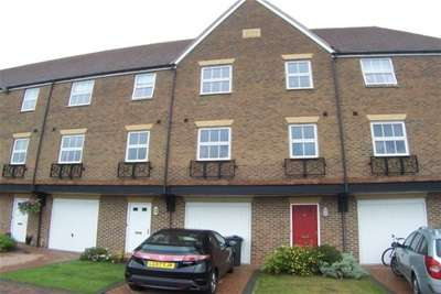 4 Bedrooms Town House for rent in Medway Court, Aylesford