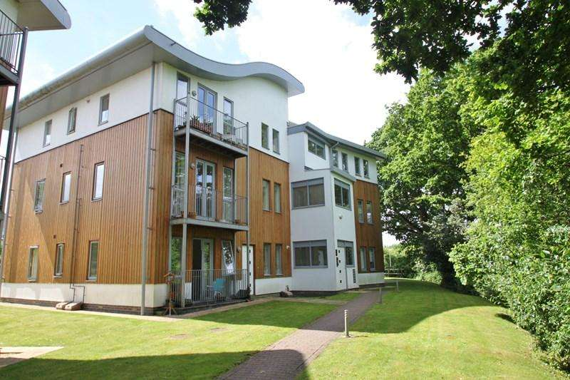 3 Bedrooms Apartment Flat for sale in Crane Drive, Verwood