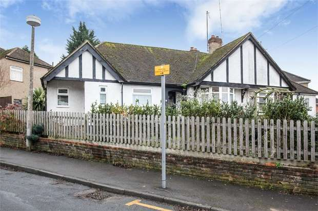 3 Bedrooms Detached Bungalow for sale in Cedar Walk, Hemel Hempstead, Hertfordshire