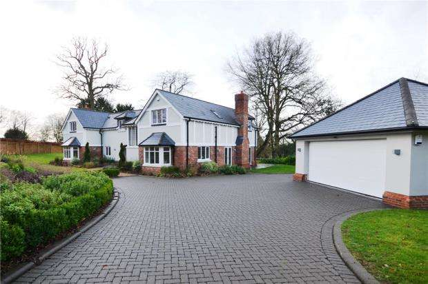 5 Bedrooms Detached House for sale in Jubilee Road, Finchampstead, Wokingham