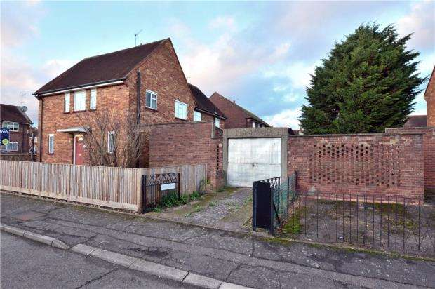 3 Bedrooms Semi Detached House for sale in St. Luke Close, Cowley, Middlesex