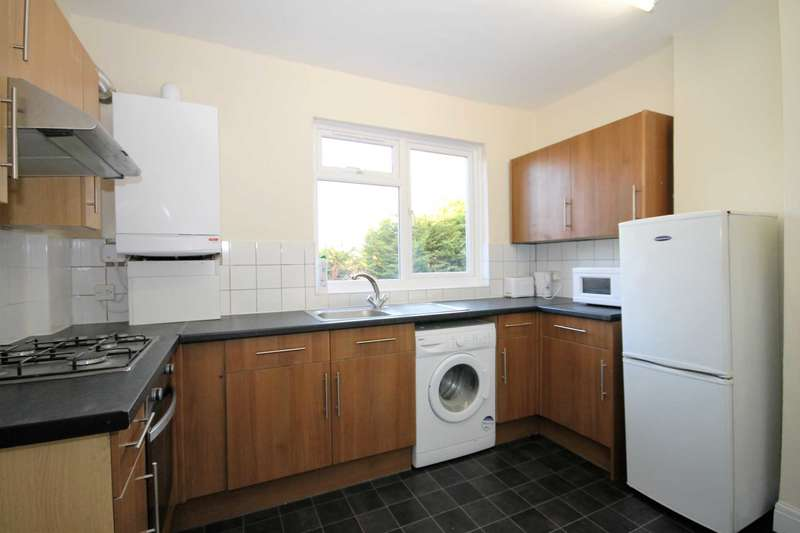 3 Bedrooms Flat for rent in Sutton Common Road, Sutton