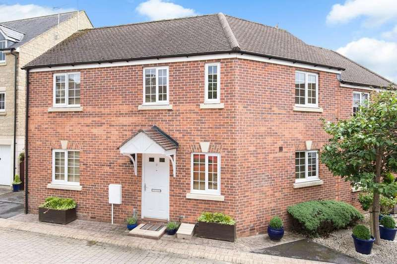 3 Bedrooms Semi Detached House for sale in Giles Hollow, Warminster