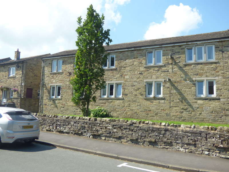 2 Bedrooms Flat for sale in 16 Jasmine Court, Gayle, Hawes