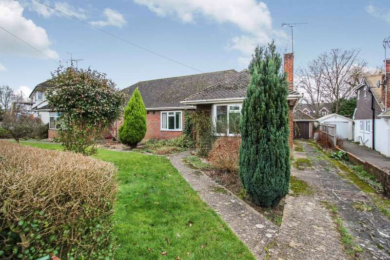 3 Bedrooms Semi Detached Bungalow for sale in Hill Mead, Horsham