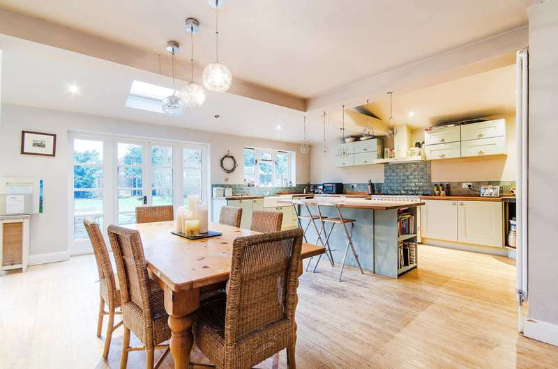 5 Bedrooms Detached House for sale in Waxwell Lane, Pinner, HA5
