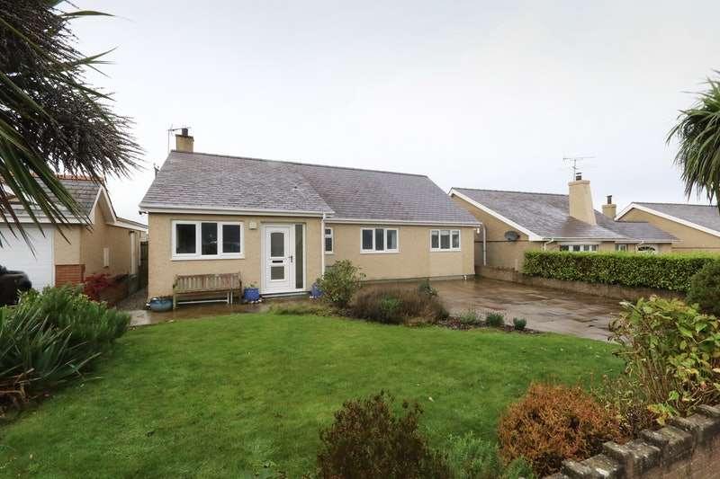 4 Bedrooms Bungalow for sale in Wern Y Wylan, Pwllheli, Gwynedd, LL53