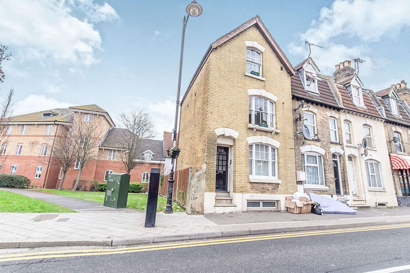 1 Bedroom Flat for sale in High Street, Rochester, ME1
