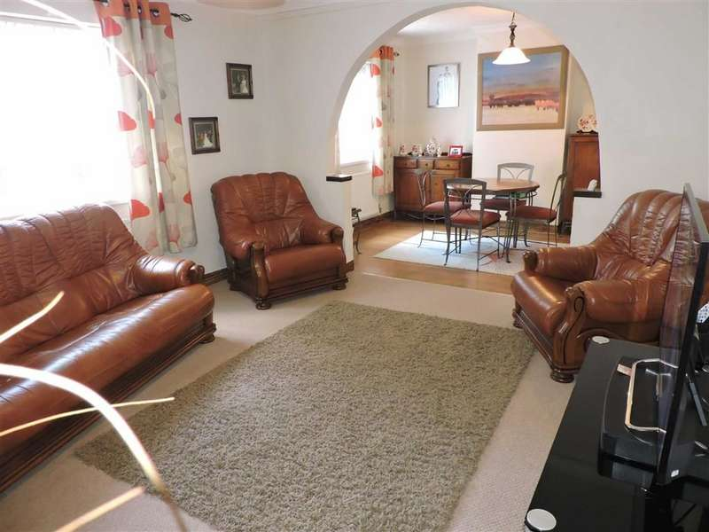 3 Bedrooms Semi Detached House for sale in Park Hall, Carmarthen