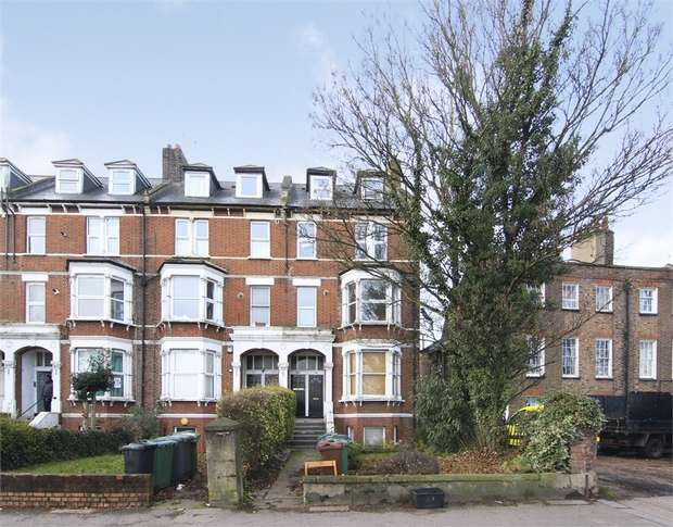 2 Bedrooms Flat for sale in Whipps Cross Road, Leytonstone, London