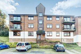 1 Bedroom Flat for sale in Treetops, Hillside Road, Whyteleafe, Surrey