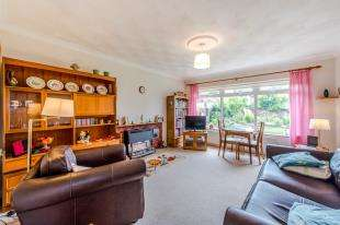 2 Bedrooms Bungalow for sale in Cerne Road, Gravesend, Kent, Gravesend