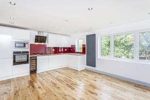 2 Bedrooms Flat for sale in Kensington Avenue, Thornton Heath