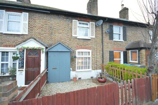 2 Bedrooms Terraced House for sale in Moor Lane, Chessington