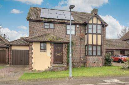 4 Bedrooms Detached House for sale in Riverview Way, Kempston, Bedford, Bedfordshire