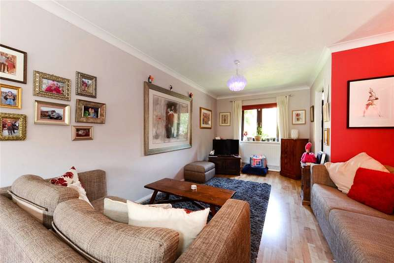 3 Bedrooms Terraced House for sale in Telford Close, London