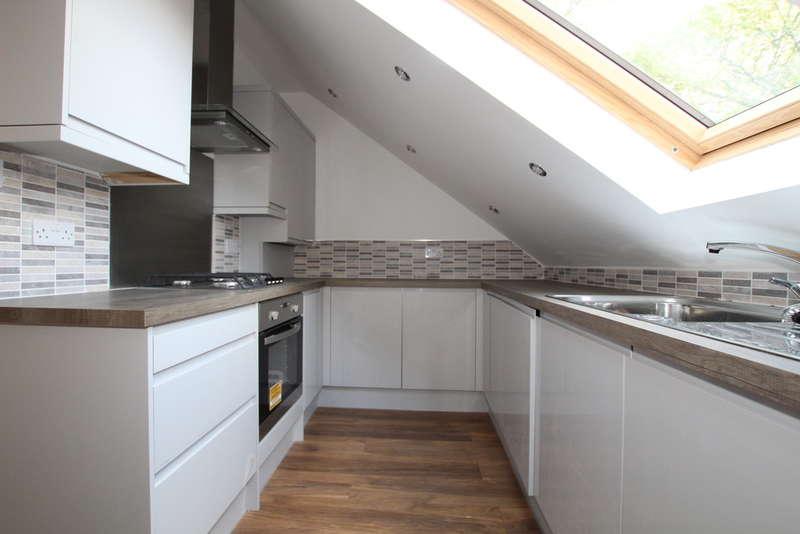 2 Bedrooms Flat for rent in Hicks Road, Waterloo, Liverpool, L22