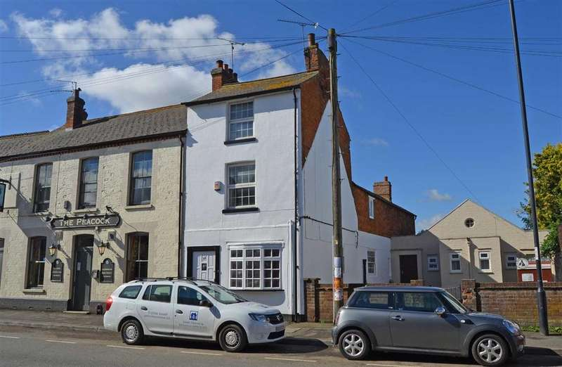 4 Bedrooms Town House for sale in Watling Street West, Towcester