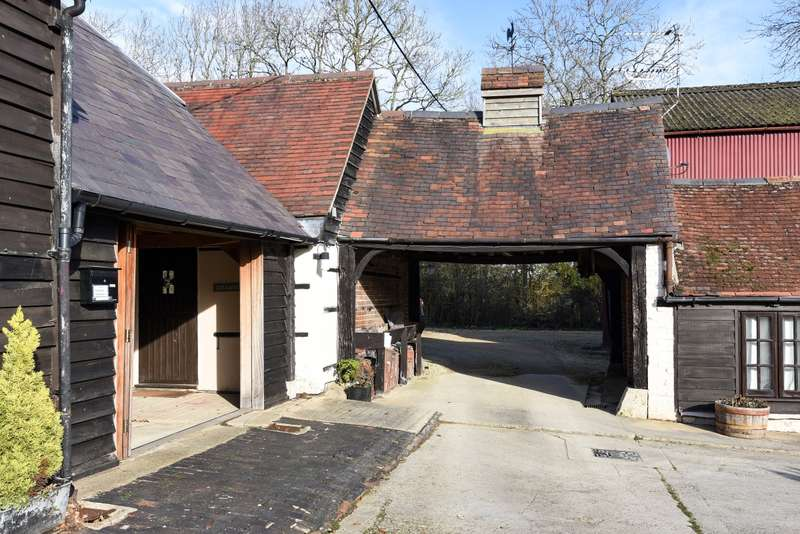 Barn Character Property for rent in Waterperry OX33