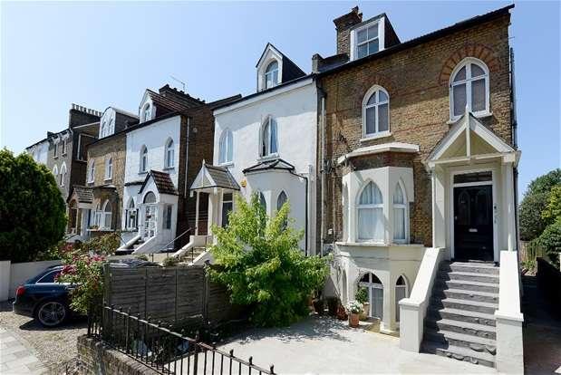 2 Bedrooms Maisonette Flat for sale in Martell Road, Dulwich