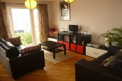 2 Bedrooms Flat for rent in Mailbox