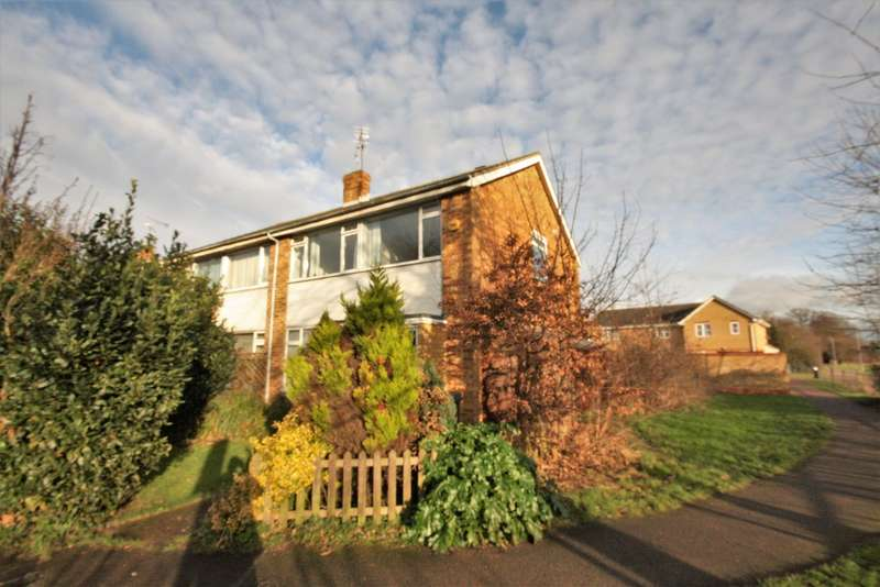3 Bedrooms Semi Detached House for rent in Barrington Close, Chelmsford
