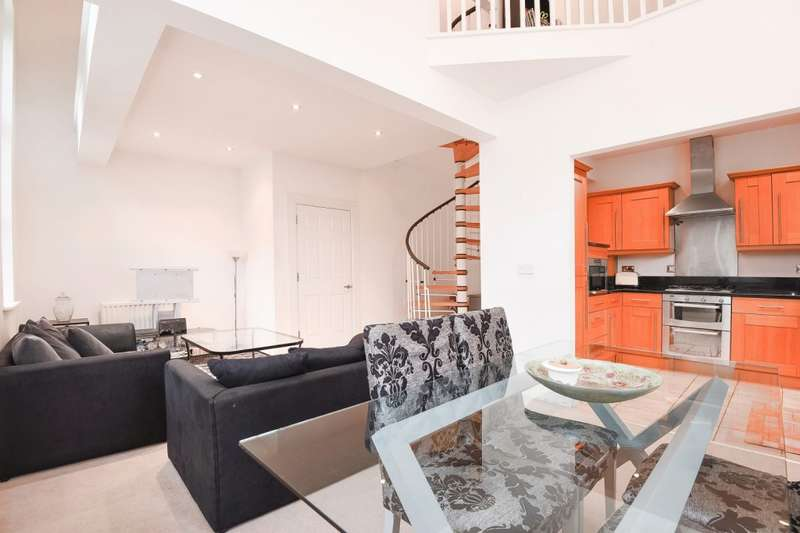 2 Bedrooms Flat for sale in Langton House, Cottage Close, Harrow on the Hill, HA2