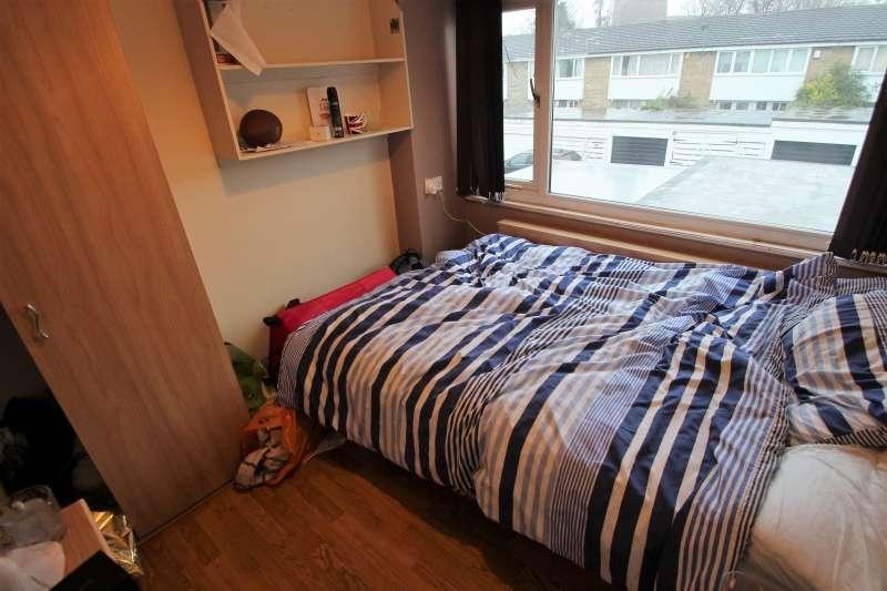 4 Bedrooms Terraced House for rent in Drummond Avenue, Headingley, Leeds
