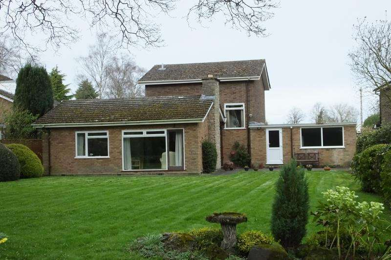 3 Bedrooms Detached House for rent in The Spinney, Little Aston, B74 3BL