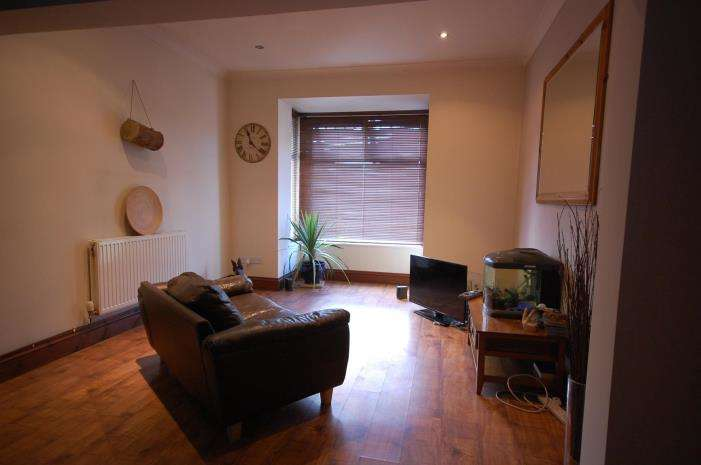 2 Bedrooms Terraced House for rent in Clifton Street, Rogerstone