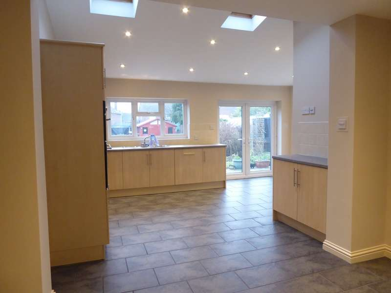 3 Bedrooms House for rent in Evelyn Road, Dunstable, LU5