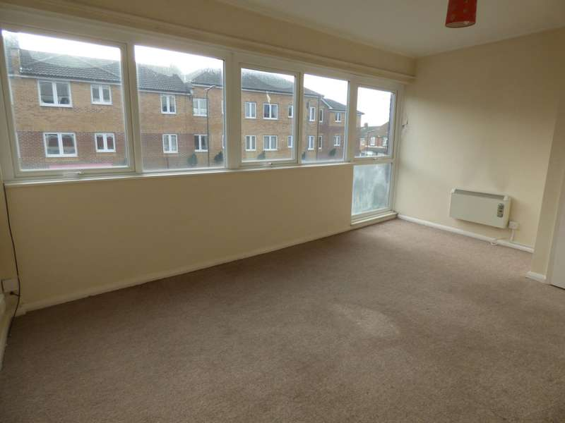 2 Bedrooms Flat for rent in (1) Water Lane, Totton, Southampton