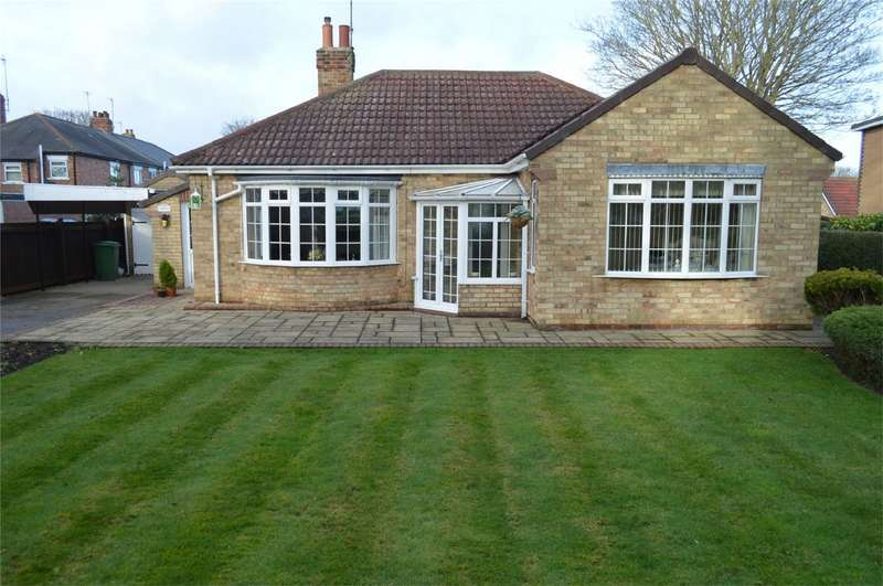 2 Bedrooms Detached Bungalow for sale in Ashlea, Football Green, Hornsea, East Riding of Yorkshire