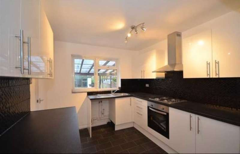 2 Bedrooms Apartment Flat for rent in Weymouth Drive, Grays