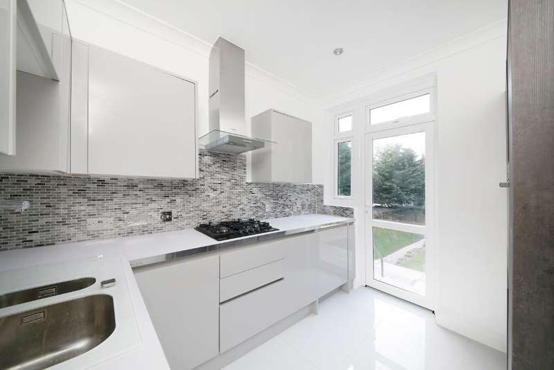 5 Bedrooms House for sale in Canham Road, South Norwood, SE25 6SA