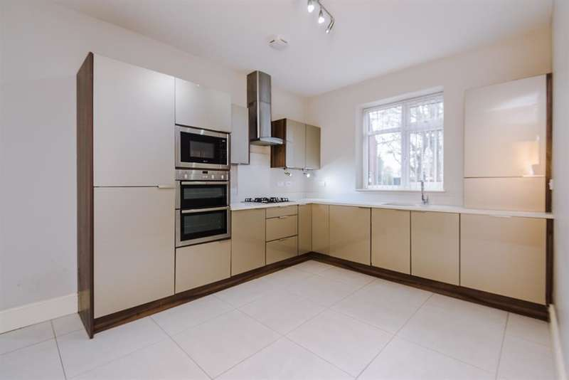 3 Bedrooms House for rent in Higher Green Lane, Tyldesley, Manchester, M29 7JB