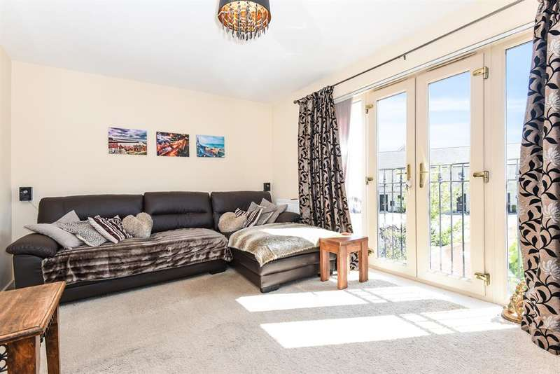 3 Bedrooms End Of Terrace House for sale in Otley Road, Guiseley, Leeds, LS20 8FL
