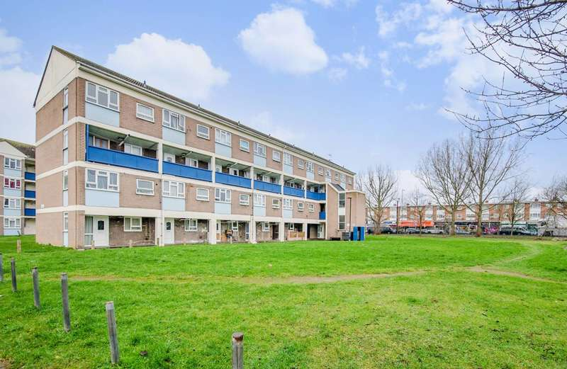 2 Bedrooms Flat for sale in Academy Gardens, Hayes, UB5