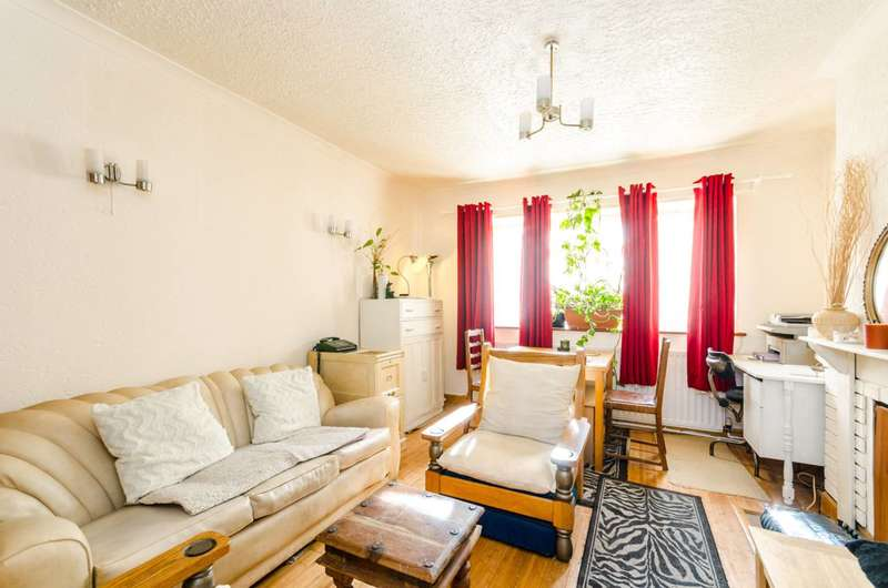 3 Bedrooms Flat for sale in Westbeech Road, Wood Green, N22