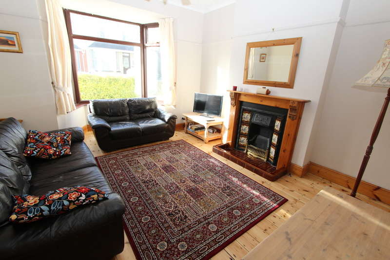 3 Bedrooms Terraced House for rent in York Road, Torpoint