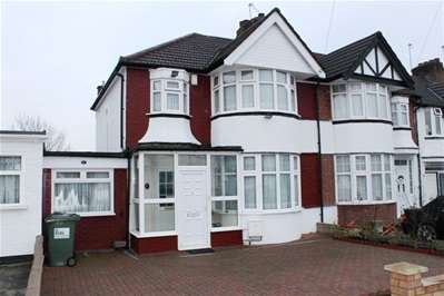 3 Bedrooms Terraced House for sale in Radcliffe Road, Harrow Weald