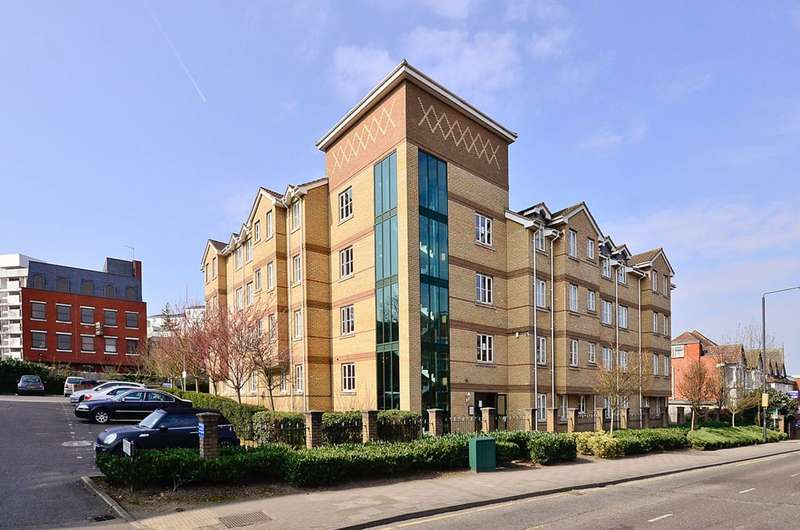 2 Bedrooms Flat for sale in Sheepcote Road, Harrow, HA1