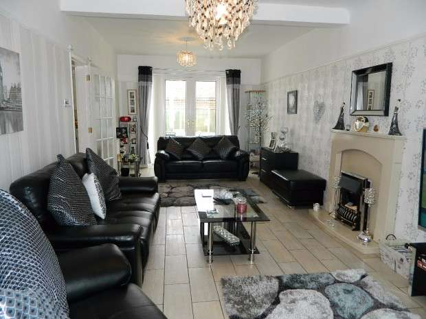 3 Bedrooms Semi Detached House for sale in Green Lane, Stoneycroft, Liverpool, L13