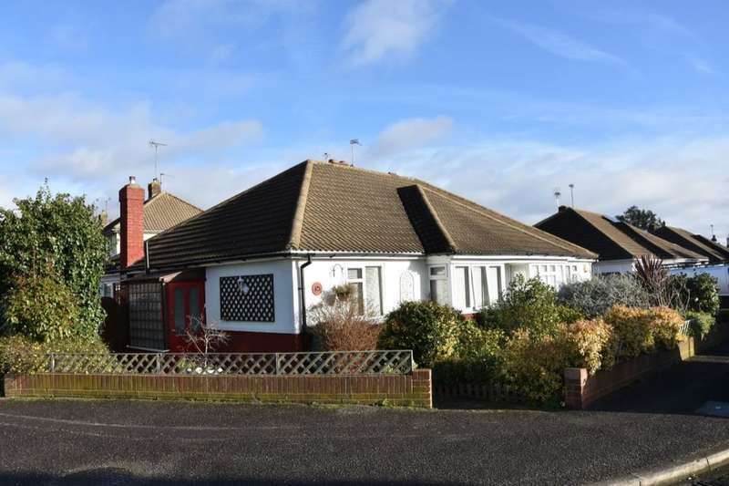 2 Bedrooms Semi Detached Bungalow for sale in Harrow Way, Shepperton, TW17
