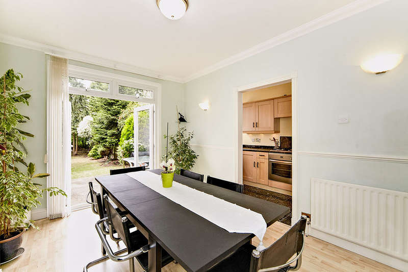 3 Bedrooms Terraced House for sale in Selworthy Road, London, SE6
