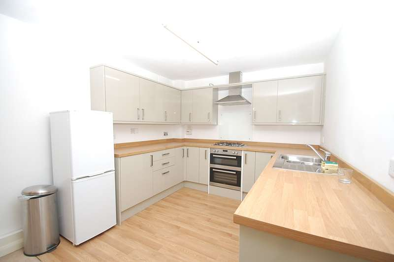 2 Bedrooms Flat for sale in Indres House, High Street, Chalfont St Peter, SL9