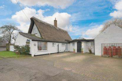 4 Bedrooms Detached House for sale in Nagshead Lane, Wyboston, Bedford, Bedfordshire