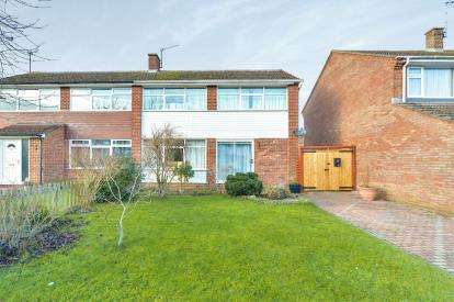 3 Bedrooms Semi Detached House for sale in Eastfield Drive, Yardley Gobion, Towcester, Northants