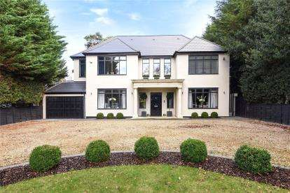 5 Bedrooms Detached House for sale in Westerham Road, Keston